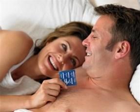 Можно ли заниматься анальным сексом без презервативов